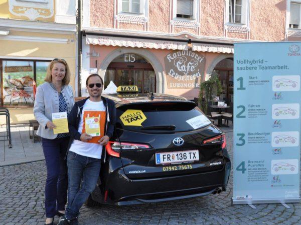 Freistädter Taxi Unternehmen übernimmt 1. Hybridfahrzeug